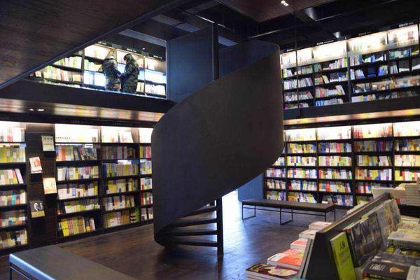 """诗意的庭园,人文的阅读,美学的空间""""为设计理念,以""""做一个好的书店""""为图片"""