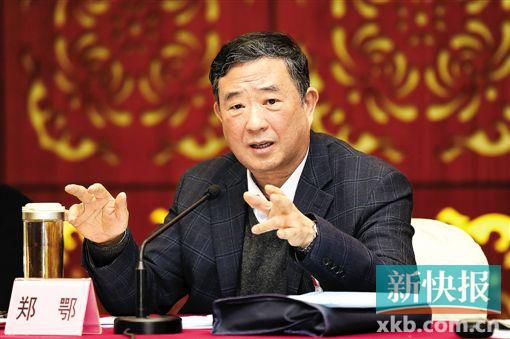 天下人大代表、刚离任广东省高院院长一职的郑鄂,倡议查看机关履行比主任法官职责制更紧密的监视机制。 新快报记者 宁彪/摄