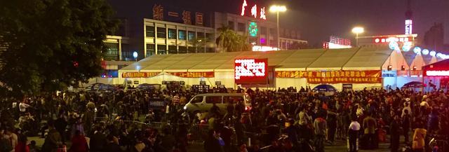 大批群众滞留在广州火车站