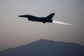 材料图:F16战机。