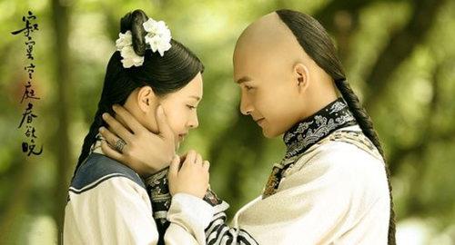 龙虎和平台《春晚》开播 郑爽换清装变抓住皇帝的女人