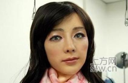 科学家是不是一直单身太久了,所以说别说是女人,只要是个异性就好了,除了实用性之外,价格也是一个大问题,现在一个智能机器人售价至少需要30万元,你说作为一个�潘坑�30万,我干嘛去买个机器人呢。