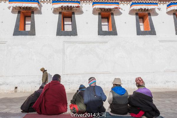 族寺庙。,藏族寺庙和白塔,原汁原味自然纯净,多