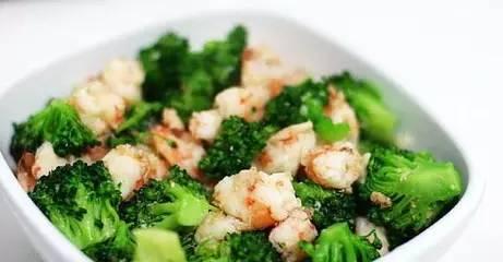 营养师教宝宝餐 | 虾仁西兰花烩饭