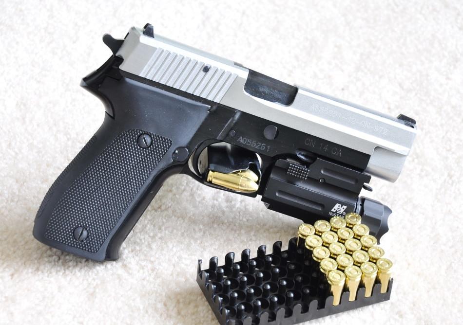 外贸版np22手枪做工精度不错(组图)