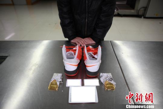 深圳罗湖海关查获鞋内藏金案 查获2千克黄金(图)