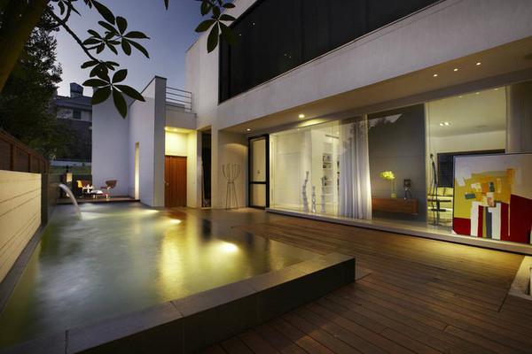 别墅游泳池夜间照明