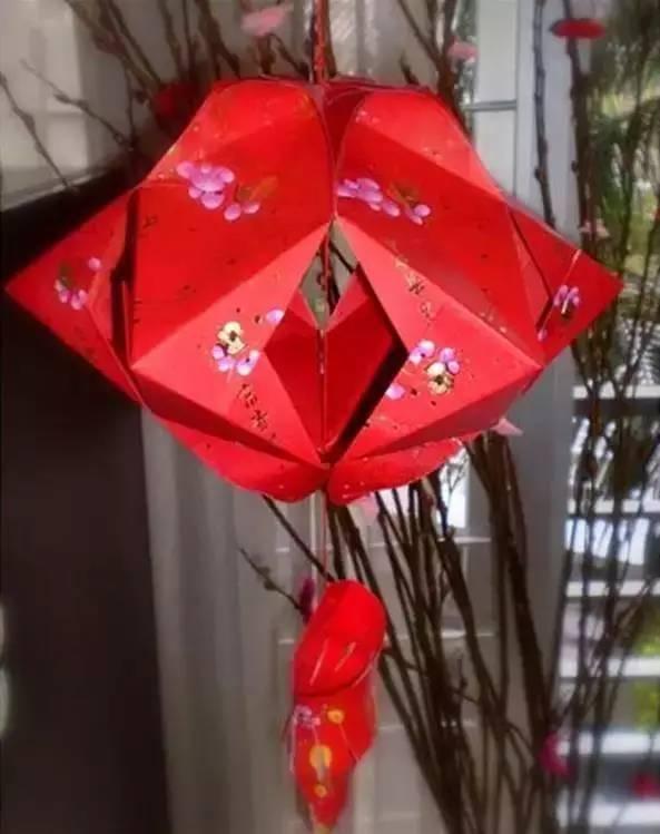 1. 手工灯笼制作方法:准备红包封套12个