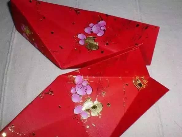 同样方法,用另外6个红包封制作灯笼的下半部.