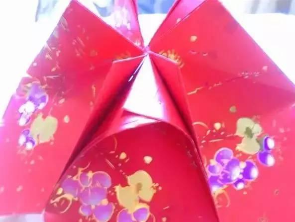 手工灯笼制作方法:准备红包封套12个