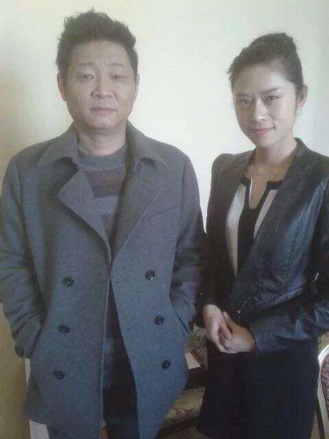 张子涵与演员赵亮在北京合作拍摄电视剧《下一站婚姻》-青年歌手张