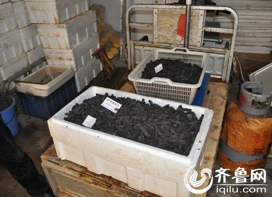 济南两家夫妻店用工业盐腌干海参 日加工30公斤