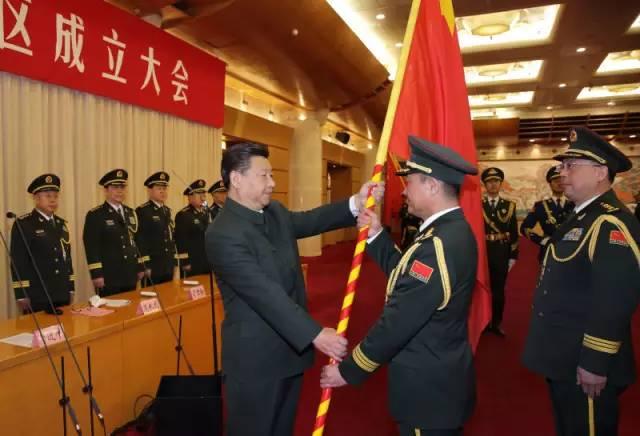 习近平将军旗谨慎授与东部战区司令员刘粤军 政委郑卫平
