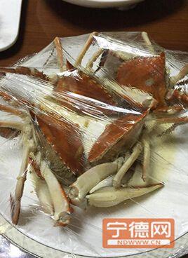 原题目:宁德一餐馆2只梭子蟹免费416元诱发网友吐槽