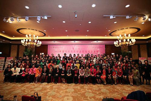"""2015""""中国百名杰出女企业家""""人物颁奖典礼中国百名杰出女企业家大合影"""