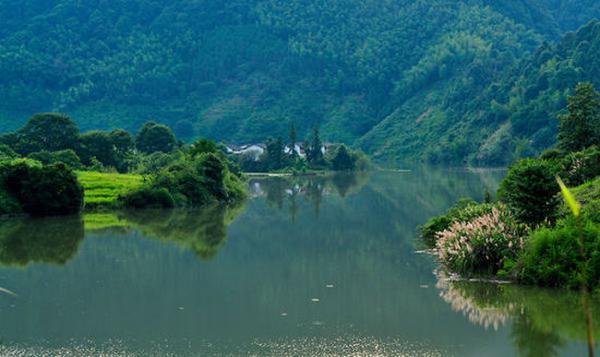 """全南县位于江西省最南端,与广东省山水相连,素有""""江西南大门""""之称,境内风光秀丽,气候宜人,生态环境优越。全南原名虔南,因地处虔州(今赣州)之南而得名<b"""