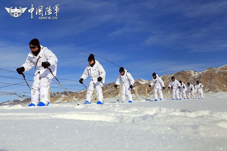 滑冰滑雪成新疆军区边防必修(组图)图片