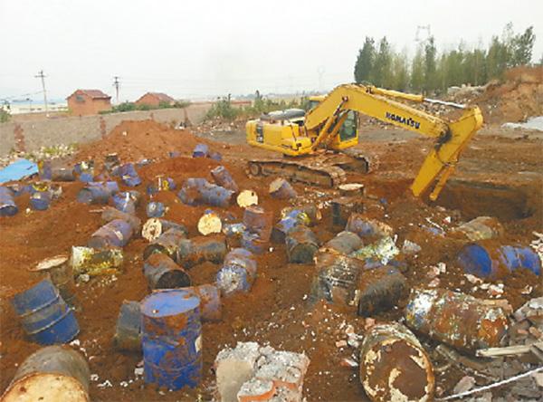 山东一化工厂雇4人偷埋危废当场中毒身亡