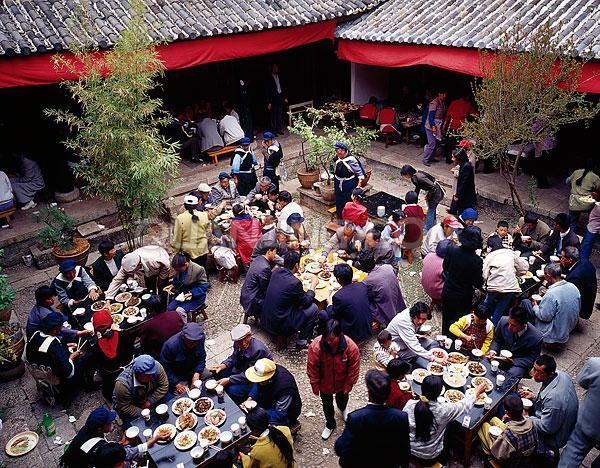 贵州毕节:公职人员制止村民乱办酒席被打