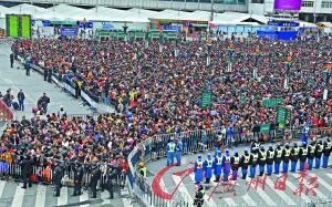 分段放行广州火车站现场实行了分流限行。广州日报记者杨耀烨 摄