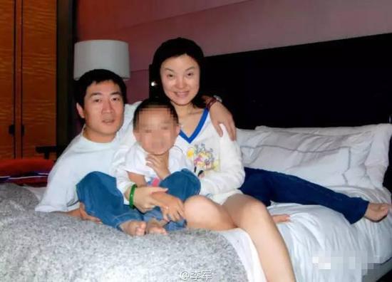 歌手陈红遭前夫起诉索要股权 两人涉股权纠纷案
