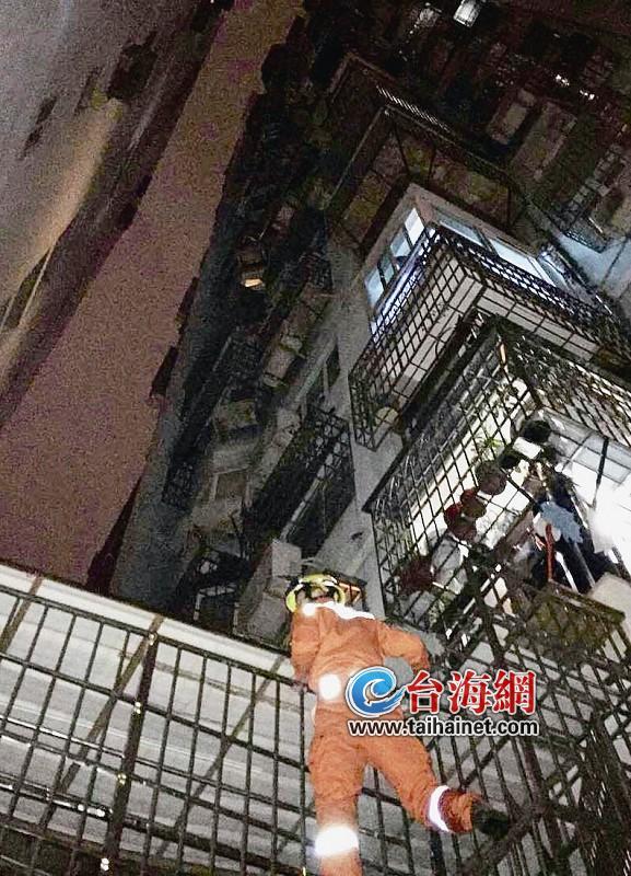 老妇与儿媳因琐事争吵 从13楼跳下坠落在7楼雨棚