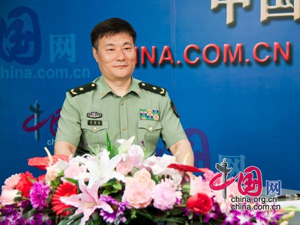 公开简历显示,身兼第十二届全国人大代表的牟明滨(1958.10)是辽宁盖县人,现年58岁,陆军少将军衔,大学本科学历。