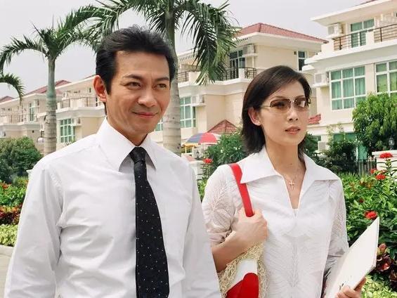 封面图为曾饰演tvb版《西游记》唐僧一角的演员江华(左一),现已转做