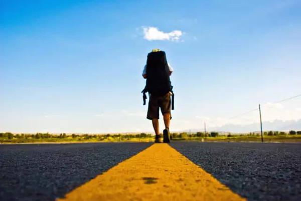 一个人背包旅行_提名理由 追求自我的文艺背包客,旅行类畅销书作家丁海笑,一个人在路