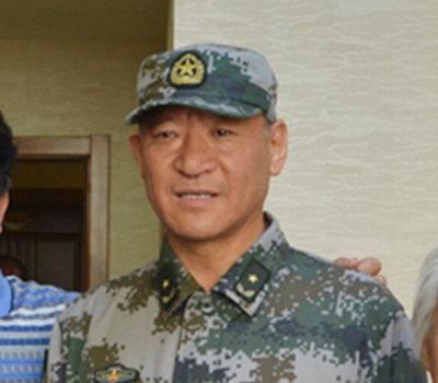图为邹小平少将。