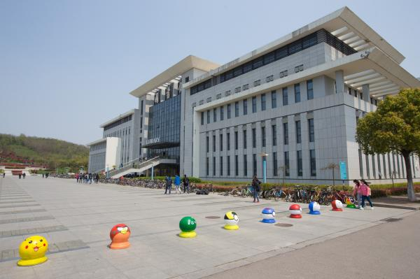 南京邮电大学校园. 视觉中国图片