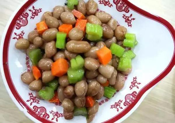 原料:花生米一斤 精盐一两 花椒一钱 大料一钱豆蔻半钱 姜三片-冬天