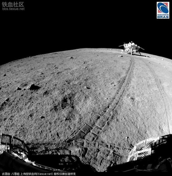 嫦娥3和玉兔拍摄的月球表面照片