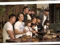 《闪亮的爸爸第一季片花》抢先看 韬爸韬妈剧组探班 与儿子温情相拥拍照