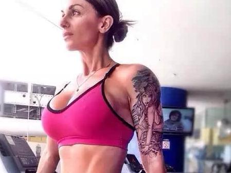 健身妹子的纹身
