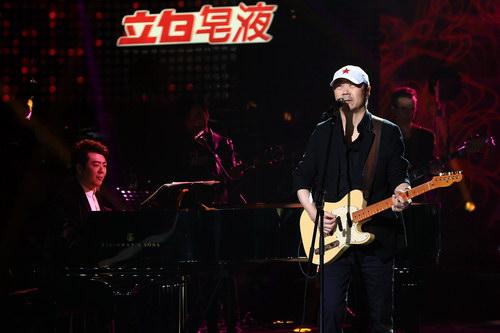 崔健弹吉他