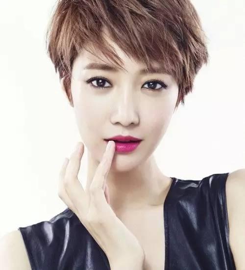 高俊熙的美已经无需再多言,大家回忆她以往的短发造型,会发现重点只有图片