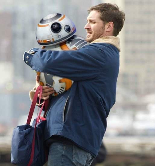 恶搞新风潮《帅哥抱BB-8》我也要当机器人