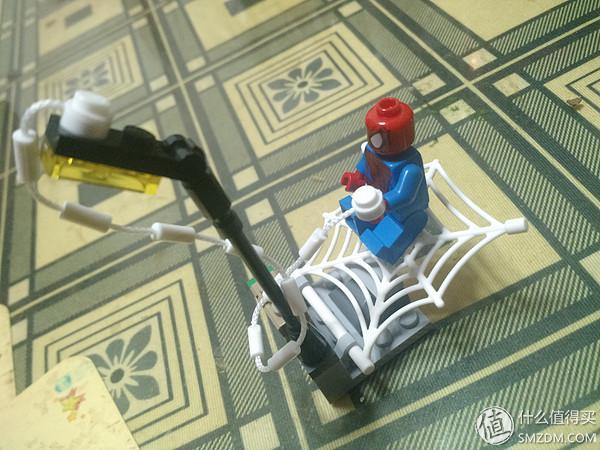 过年了,LP问要送什么给小侄女,我以大男生的角度,觉得肯定是芭比娃娃啊,于是乎大包大揽到自己身上,结果手剁了毒没解,老婆从侧面打探到,小侄女对芭比一点都不感冒,反而更爱玩lego。没办法,千金难买侄女开心,于是果断搜选LEGO