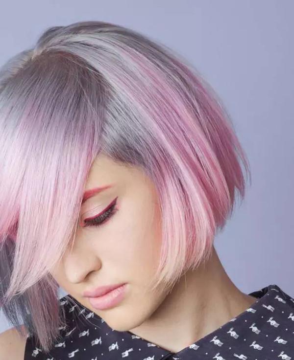 紫色头发怎么染成灰色 怎么染白色头发 染紫色相变灰怎么办 白色头发怎么染 灰色加紫色染发 头发染成紫色