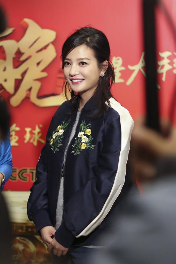 在2月7日晚的2016央视猴年新年联欢晚会上,安徽籍出名艺人赵薇演唱了这首歌。
