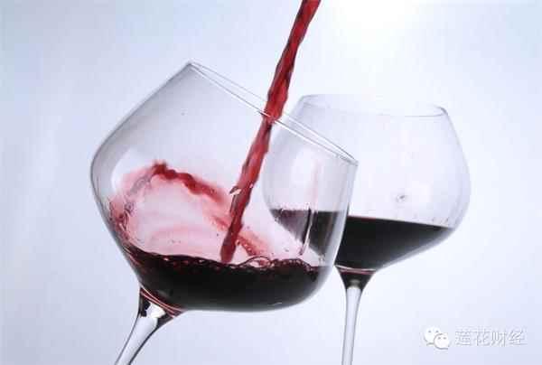 随着生活水平提高,红酒配鹅肝也不再是老百姓的奢望。不过这进口红酒A股可真没有,喝不起82年的拉菲,咱还有张裕A(000869)。当然,你想来点不一样的,还有莫高股份(600543)、中葡股份(600084)、通葡股份(600365)可供选择。