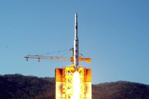 """当地时间2016年2月7日,朝鲜""""光明星4号""""卫星发射现场照。 视觉中国 图"""