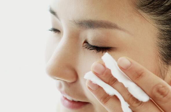 女生脸上长斑怎么调理和护理