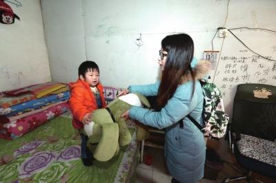 2岁男童误服清洗剂烧伤食道 治疗1年仍未痊愈