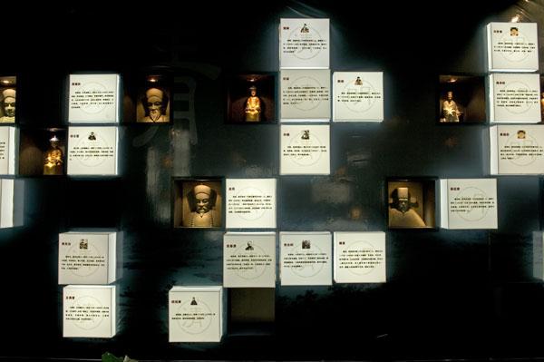 为探索党风廉政宣传教育的新途径,浙江宁波依托慈城千年古县衙,挖掘慈城古县衙的传统廉政文化资源,于2005年12月建成廉政主题文化园,起名为清风园<b
