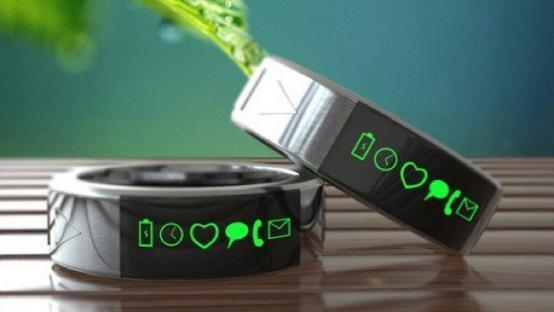 Neyya的是一款智能戒指,它除了能够用来显示通知外,还可以进行手势的控制与NFC支付等功能<b
