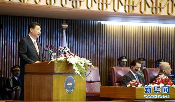 2015年4月21日,国家主席习近平在巴基斯坦议会发表题为《构建中巴命运共同体 开辟合作共赢新征程》的重要演讲。 新华社记者 姚大伟 摄