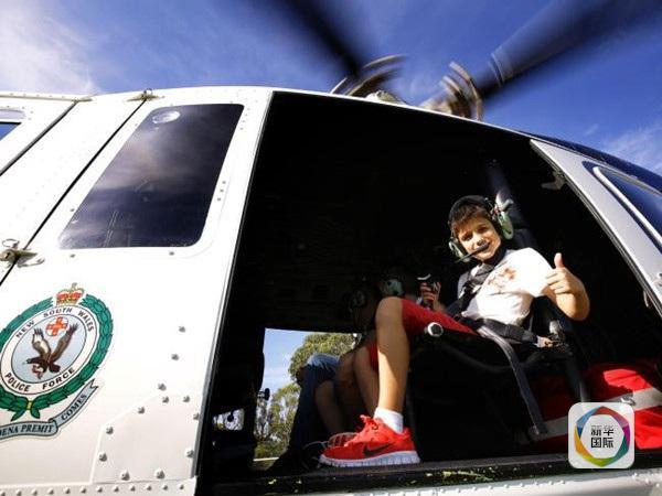 """据澳联社报导,在一家慈悲安排的策动和警方共同之下,一位得了稀有遗传疾病的9岁男童11日转变""""钢铁侠男孩""""挽救""""人质""""并战胜""""暴徒"""",终圆超等豪杰梦。"""