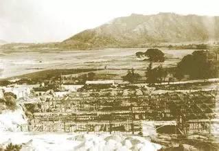 """改革开放之初,邓小平曾经一再呼吁""""内地要建设几个香港""""。今天,他的愿望实现了,内地几十个""""香港""""拔地而起。"""